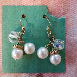 Free w/ $20 Purchase (Pearl Gold Earrings)